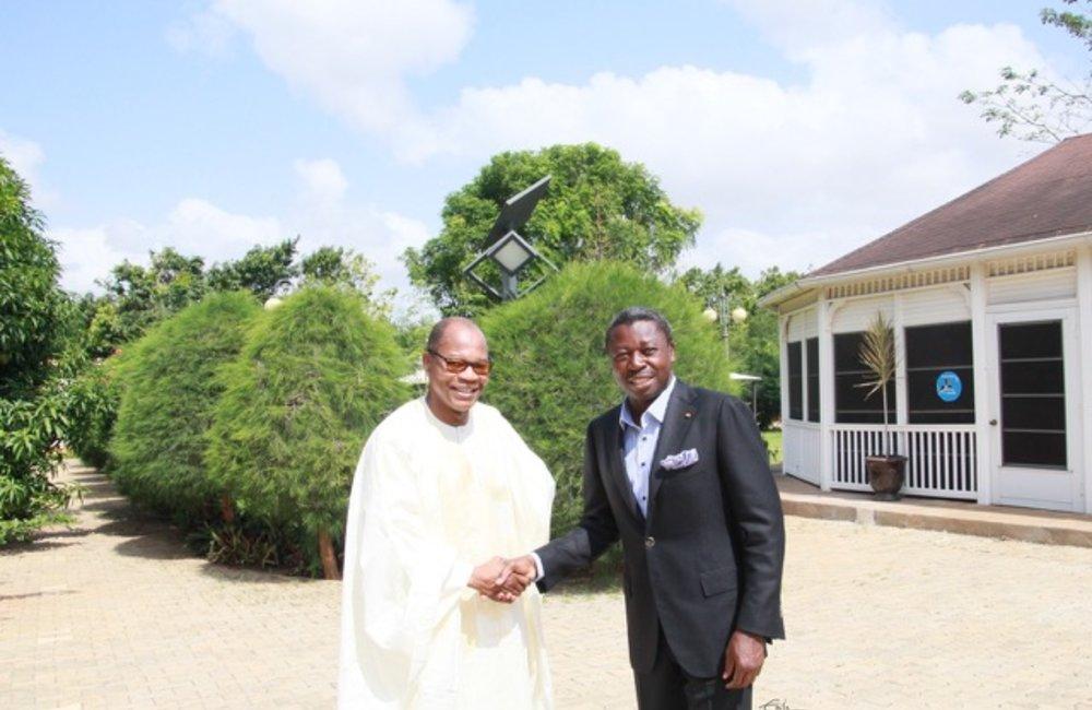 Le Représentant Spécial du Secrétaire Général et Chef d'UNOWA, Mohamed Ibn Chambas, a rencontré le président réélu du Togo, Faure Gnassingbe, le 01 mai 2015 à Lomé.  Ph. DR